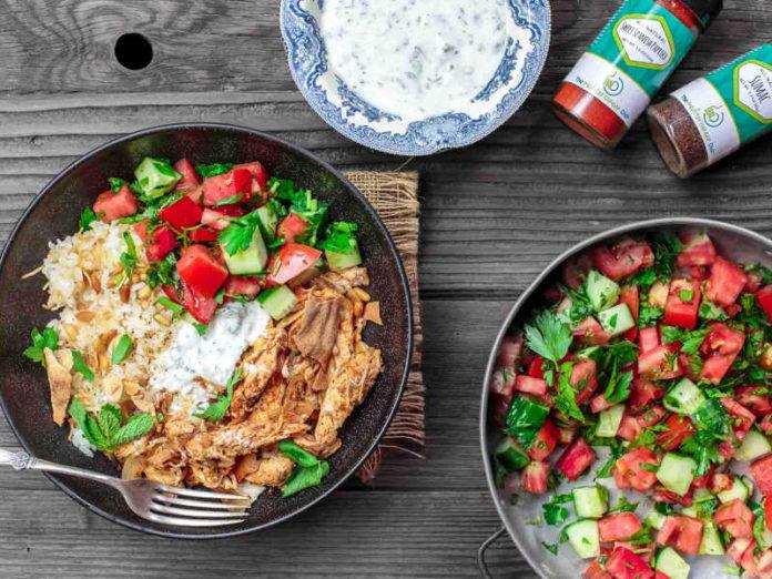 Курица по-ливански фаттэт с оливковым маслом