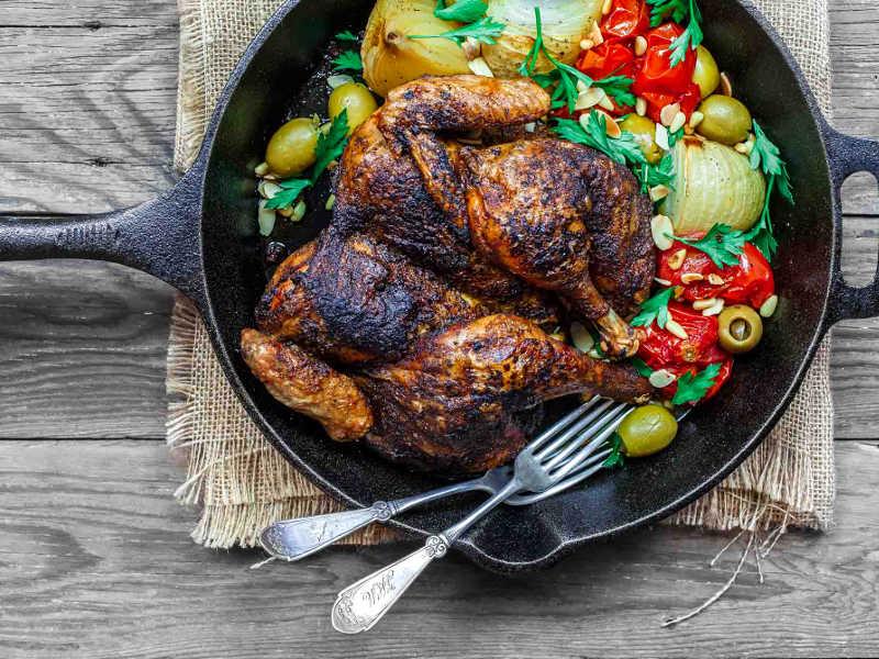 Курица с хрустящей корочкой в оливковом масле