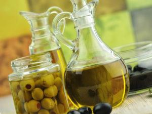 оливковое масло первого отжима и фисташки