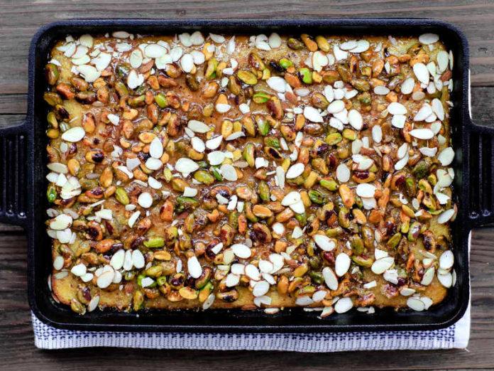 Греческий пирог с мёдом, оливковым маслом