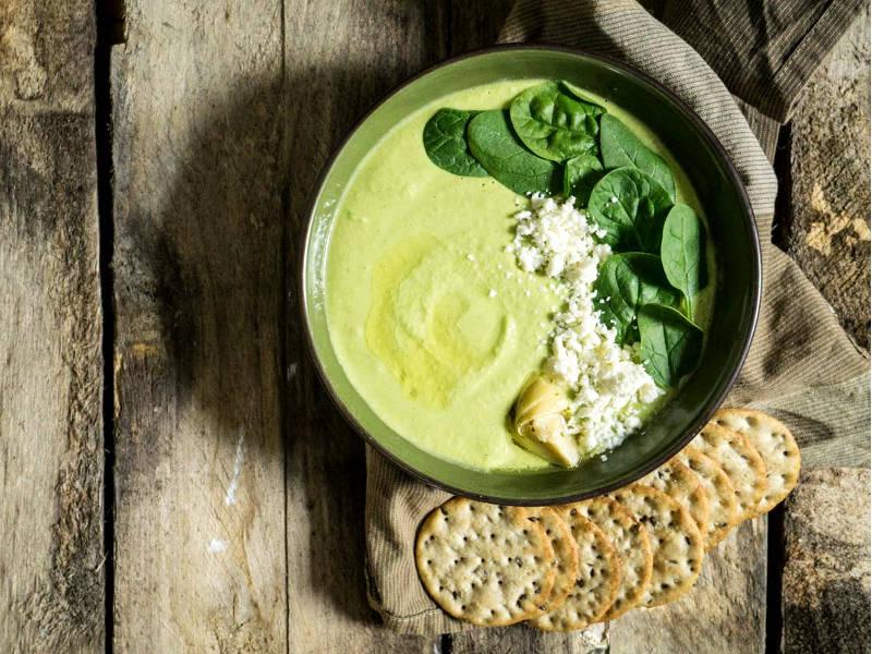 Хумус с оливковым маслом, шпинатом