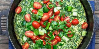 итальянский омлет — фриттата с оливковым маслом, шпинатом и сыром фета