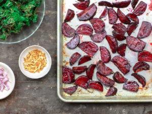 салат с запечённой свёклой и оливковым маслом
