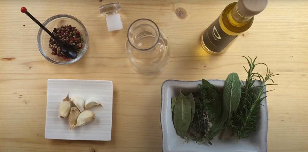 Ароматизация оливкового масла чесноком и травами