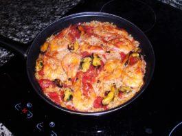 Паэлью с морепродуктами нужно жарить на оливковом масле